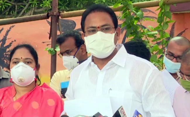 Alla Nani Says Ten People Deceased In Vijayawada Fire Incident - Sakshi