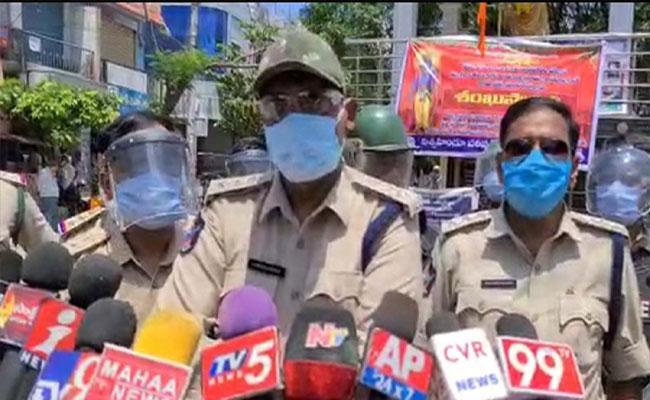DSP Srinivasulu Said We will Be Tough On Peacekeepers - Sakshi