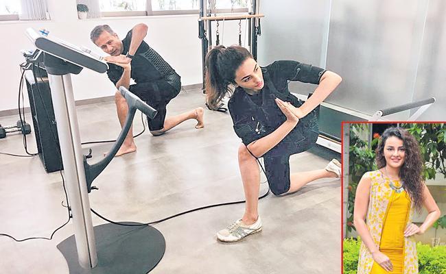 Seerat Kapoor maintains her toned body - Sakshi