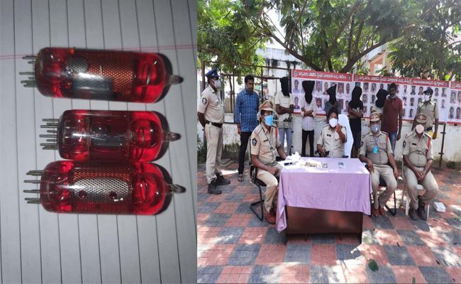 Redmixer Gold Fraud In East Godavari District - Sakshi