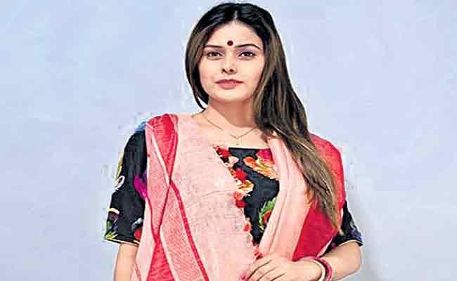 Bengal Government Says Buying Sarees In Family - Sakshi