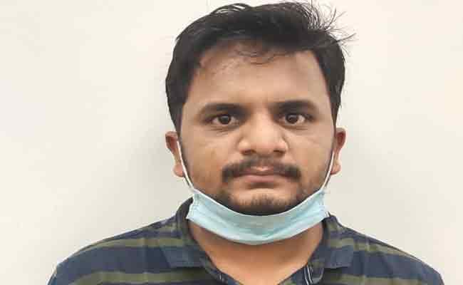 Fake Doctor Teja Reddy Hulchul In Rachakonda Commissionarate - Sakshi