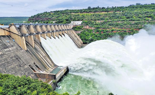 Flood flow into the Srisailam project has increased tremendously - Sakshi