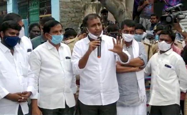 MLA Sudheer Reddy Visits Gandikota Affected Villages - Sakshi