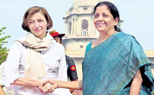 Women Defence Minister Special Story In Family - Sakshi