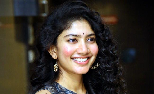 Sai Pallavi to sister role in the Telugu remake of Vedalam - Sakshi