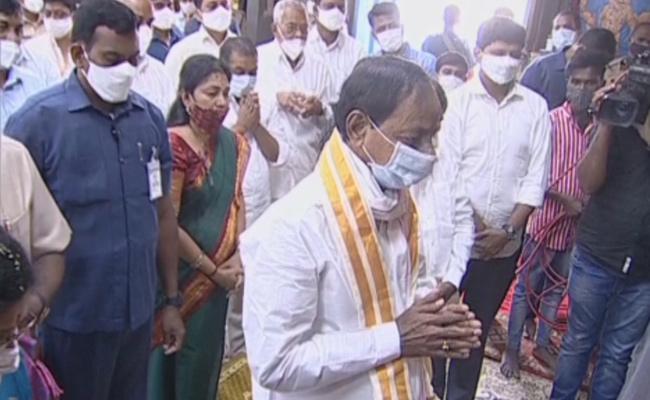 CM KCR Reached Yadadri Temple - Sakshi