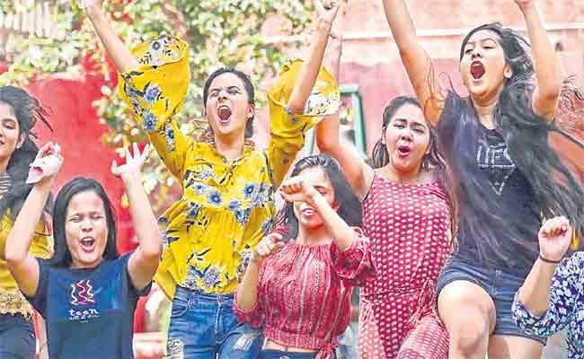 Women Bags Top Three Ranks In UPSC Results - Sakshi
