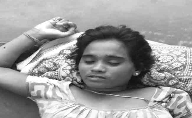 A Married Woman  Committes Suicide In Jalumuru Srikakulam district - Sakshi