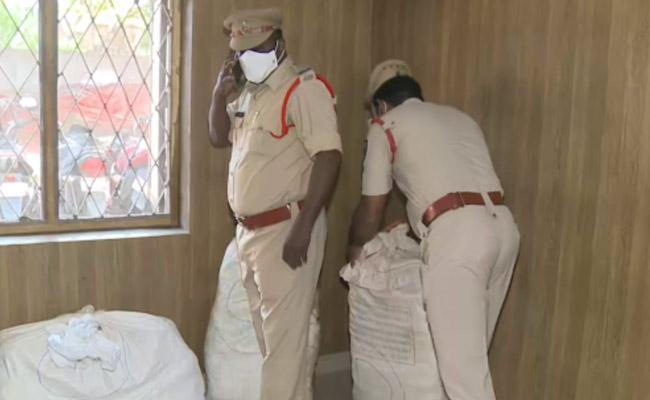 Crime News: Ganja Smuggling North Gang Arrested In Visakhapatnam - Sakshi