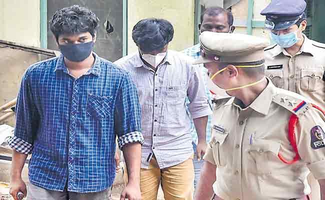 SR Nagar Police Arrested Devraj Reddy And Sai Krishna Reddy In Sravani Suicide Case - Sakshi