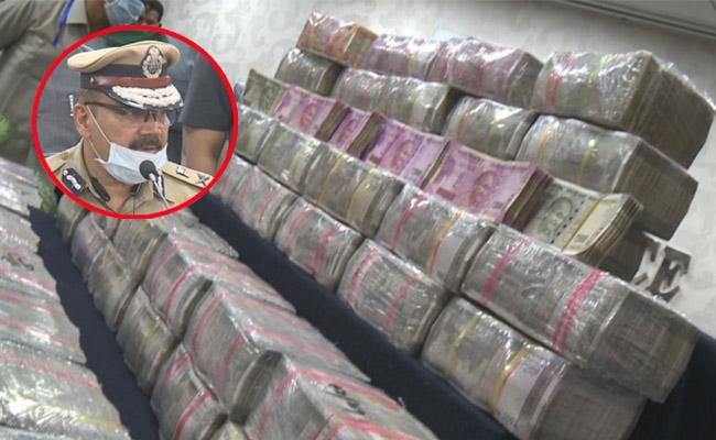 Huge Sum Hawala Money Caught In Banjara Hills - Sakshi