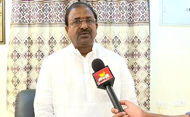 Somu Veerraju Talks In Press Meet Over Amaravati Lands Insider Trading - Sakshi