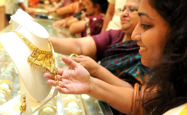 Gold Prices Rose On MCX in India today - Sakshi