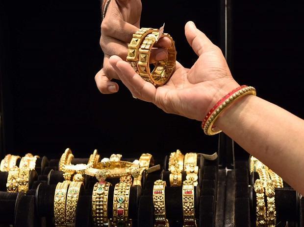 Gold price up-Silver weak in MCX, New York Comex - Sakshi