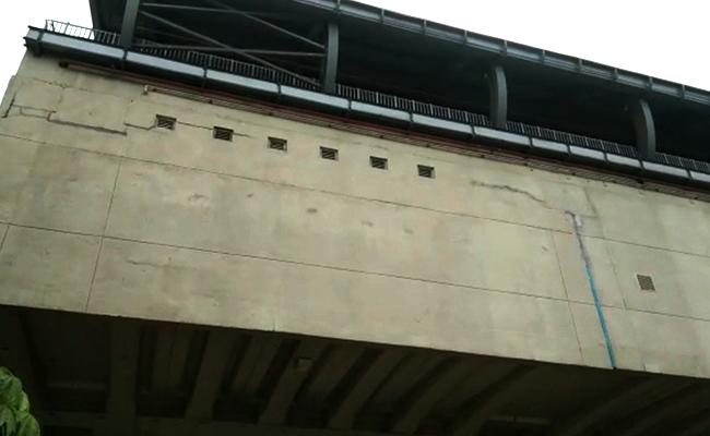 Cracks on Moosapet Metro Station Wall, video goes viral on Social Media - Sakshi