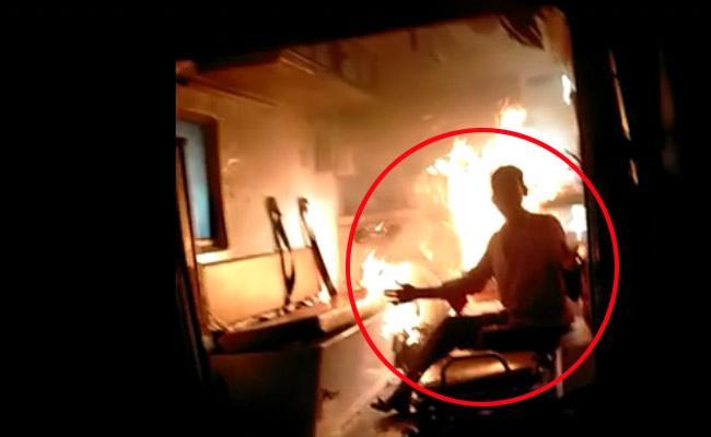 Covid Suspect Burned 108 Ambulance In Ongole Andhra Pradesh - Sakshi