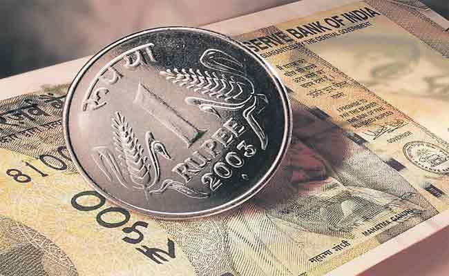 Huge Demand For US Dollars From Bankers And Oil Importers - Sakshi