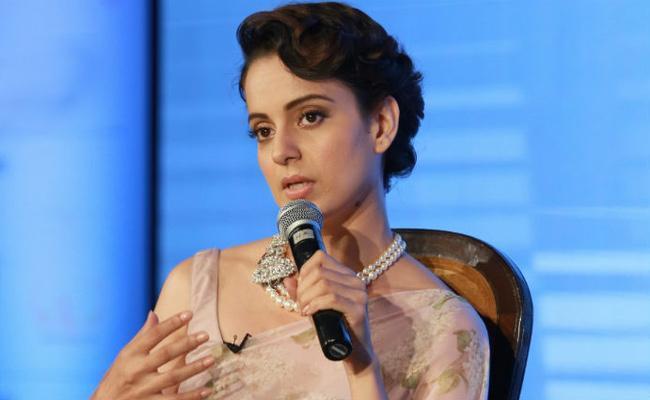Kangana: Kareena Kapoor Told Sara Ali Khan Dont Date Your First Hero - Sakshi
