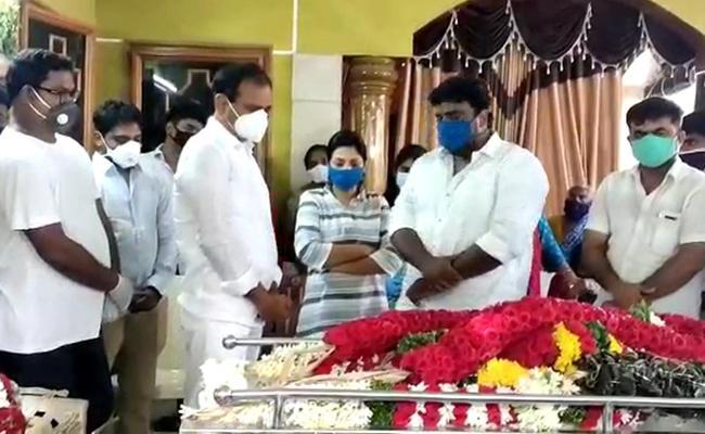 Body Of MP Durga Prasad Reached Nellore - Sakshi
