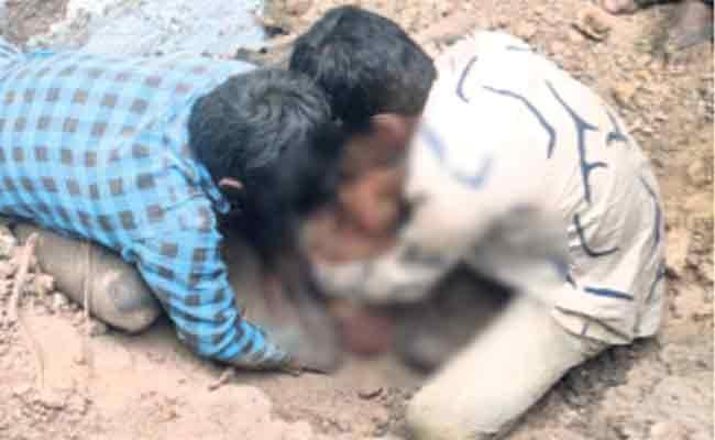 House Roof Collapsed Three Deceased In Mahbubnagar - Sakshi