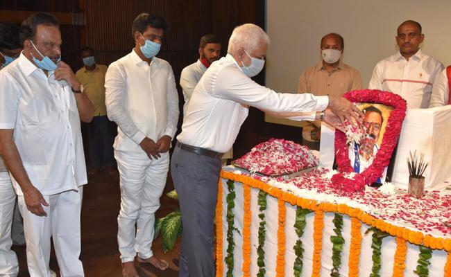 YSR Congress Party MPs Mourns Balli Durga Prasad Rao - Sakshi