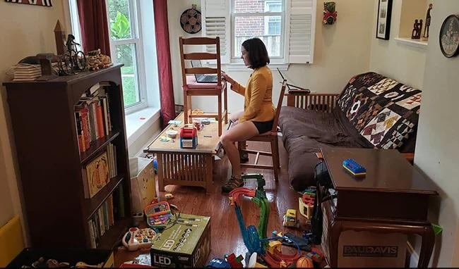Gretchen Goldman Shares Pics Of Reality Of Working From Home - Sakshi