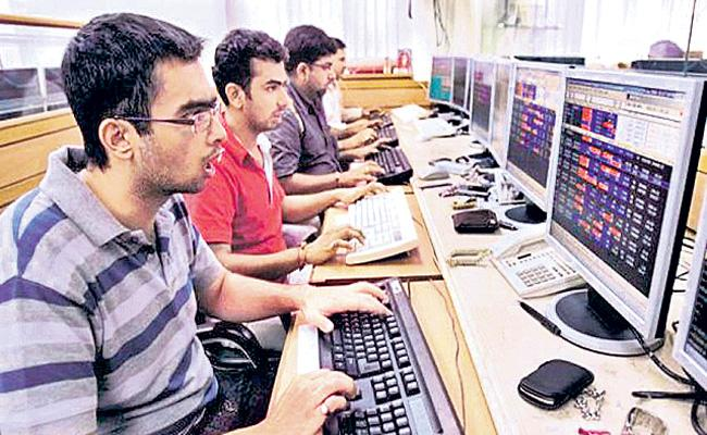 Sensex tumbles 323 pts as global markets reel on Fed outlook - Sakshi