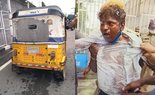 Auto Driver Suicide Attempt At Pragathi Bhavan Hyderabad - Sakshi