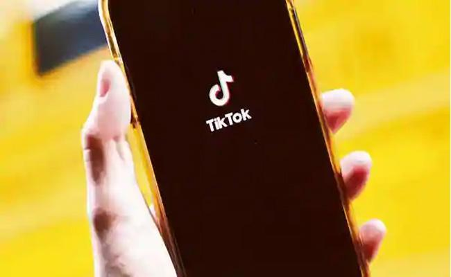Report Chinese Apps TikTok WeChat To Be Banned In US From Sunday - Sakshi