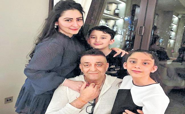 Sanjay Dutt reunites with kids in Dubai after months - Sakshi