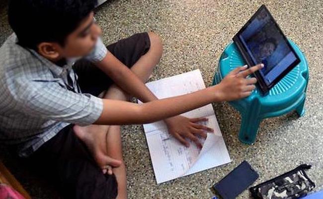Provide Free Laptops, Mobiles to EWS Students: Delhi HC - Sakshi
