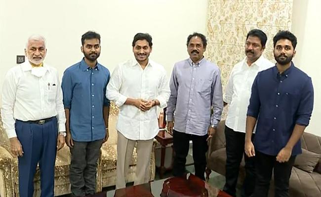 YSRCP MlAs Meets CM YS Jagan Mohan Reddy At Tadepalli - Sakshi