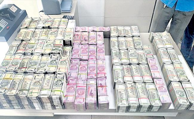 Telangana ESI Scam Rs 4.47 Crore Seized From Woman Officials - Sakshi