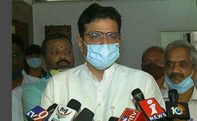 Congress MLA Sridharbabu Paid Tributes To YS Rajashekara Reddy - Sakshi