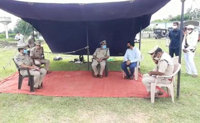 DGP Mahender Reddy Area Survey In Maoist Affected Areas - Sakshi