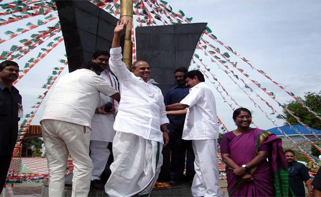 YS Rajasekhara Reddy Eleventh Death Anniversary In Srikakulam - Sakshi