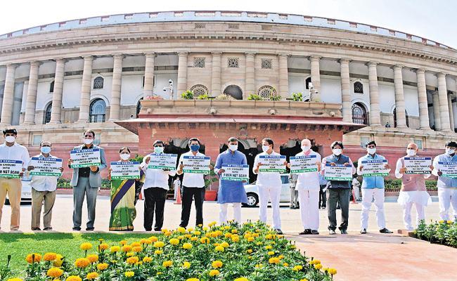 YSRCP MPs Protest Outside Parliament And Demand CBI Inquiry On Amaravati Lands Scam - Sakshi