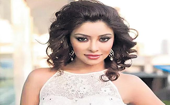 Actress Payal Ghosh accuses Anurag Kashyap of harrasments - Sakshi