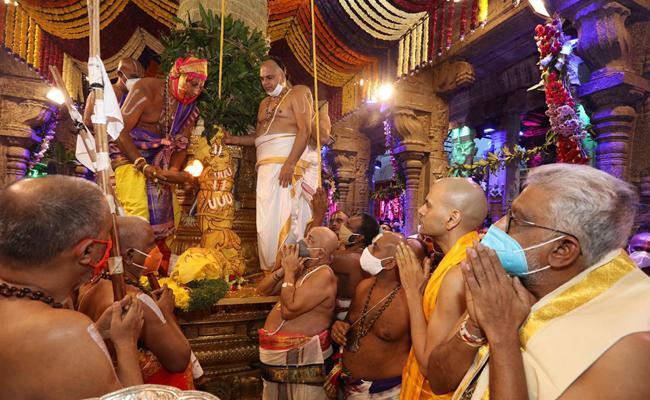 Salakatla Brahmotsavam: Lord's ride on Chinna Sesha Vahanam - Sakshi