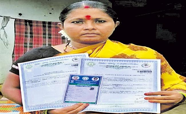 Woman received a rice card within ten minutes of applying - Sakshi