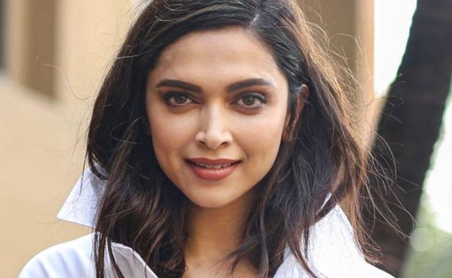 Deepika Padukone Respected By Teachers - Sakshi