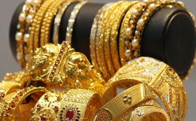 Gold Rate Slips As Traders Book Profits - Sakshi
