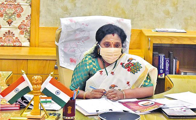 Attitudes towards doctors need to change says Tamilisai Soundararajan - Sakshi