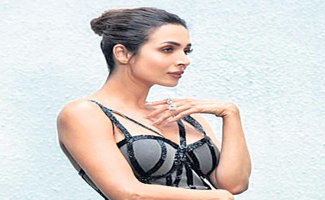 Malaika Arora tested corona negative - Sakshi