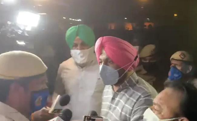 Delhi Police Versus Punjab MPs As PM Modi Leaves Parliament - Sakshi