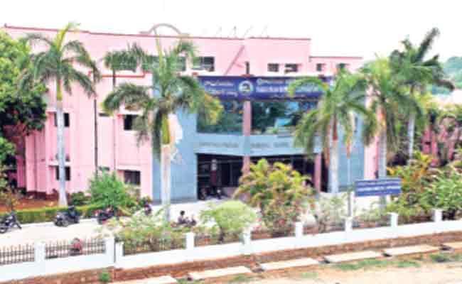 TRS Got Four Municipal Co Option Seats In Peddapalli - Sakshi
