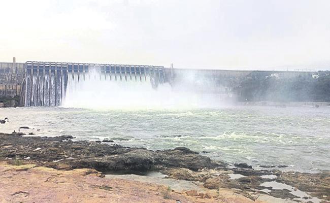 Constant Flood Flow in Krishna River - Sakshi