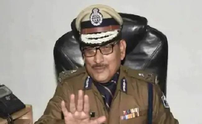 Bihar DGP Gupteshwar Pandey Takes Voluntary Retirement - Sakshi