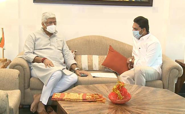 AP CM YS Jagan Mohan Reddy Meets Union Minister Gajendra Singh - Sakshi